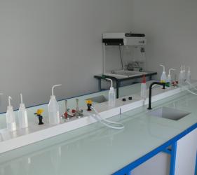 Labo in vitro, espace de travail