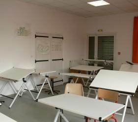 Salle de classe, table à dessin