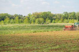 Se perfectionner à la conduite du tracteur avec les outils de travail au sol